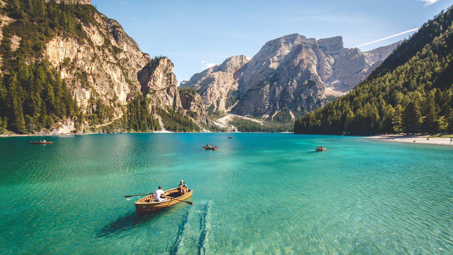 bateau sur un lac
