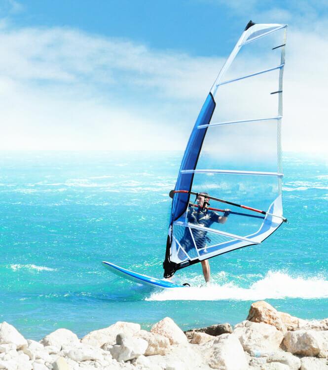 Jetez-vous à l'eau avec un champion de windsurf